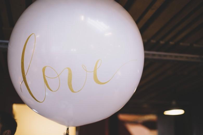 Lovetralala festival mariage Kiss The Bride Bruxelles - ballon calligraphié