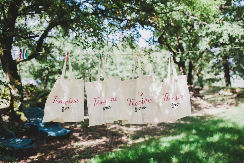 Love & Tralala Mariage champêtre en Dordogne - totebags cadeaux pour les témoins